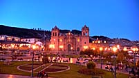 夕暮れ時のアルマス広場