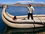 父ちゃんと一緒に葦のボートでウロス北島に帰る。