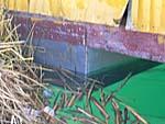 ウロス島の学校は木製で水に浮く。