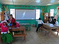 ウロス島の学校の教室2