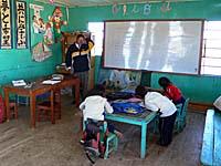 ウロス島の学校の教室
