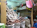 市場のジャガイモ売り場