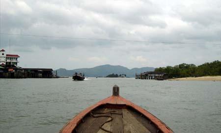 船でミャンマーに向かうの絵