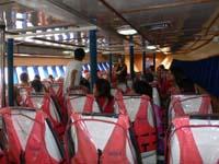 船の一階席:半地下っぽく奴隷船の様