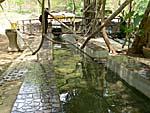 ノンヤプロン温泉の源泉から引かれた足湯