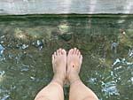 ノンヤプロン温泉の足湯に浸かる