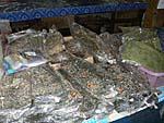 フエサイの市場で売っていたメコン川の川海苔