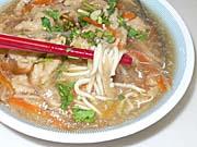 時間つぶしに食べた肉[火庚]麺