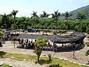 巴古崙岸部落の豊年祭会場を上から見たところ