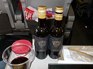 日本航空 台湾線 なぜかワインを2本くれた