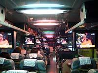 礁渓温泉行きバスの車内