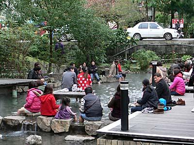 礁渓温泉の公共足湯