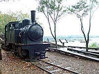 丸太を引く森林鉄道