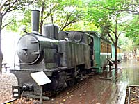客車を引いた機関車