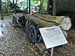 丸太を引く貨車のイメージ