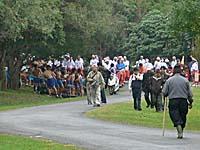公園の隅でスタンバイする男性たち
