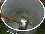 スープの入った鍋