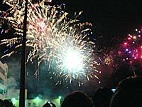台東の体育場であがっていた花火2