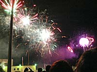 台東の体育場であがっていた花火