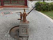 古井戸とポンプ