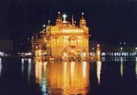 ライトアップ黄金寺院