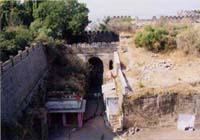 ウパルコート城塞の入り口付近