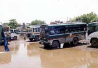 水浸しのバスターミナル