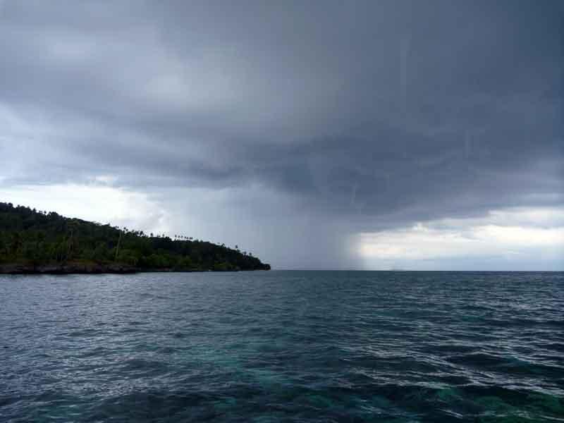 ハッタ島でシュノーケリング3:た、竜巻到来?!