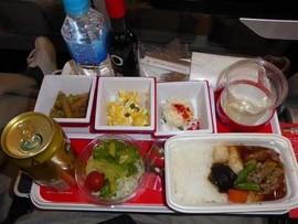 国際線はJAL、国内線ガルーダの機内食。JALは美味しくなったよね。