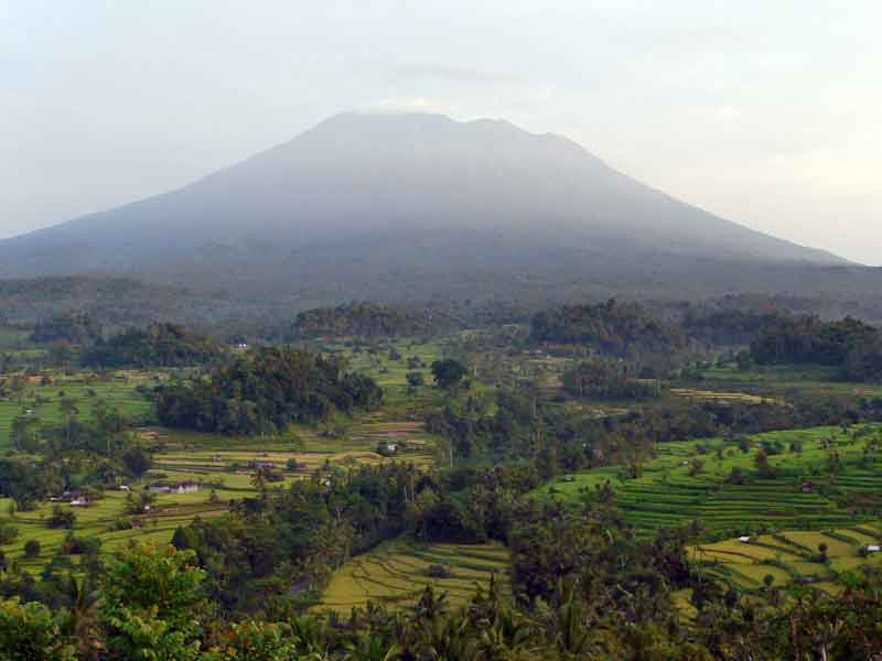 http://tabi-navis.com/indonesia/img/P1070903mt.jpg