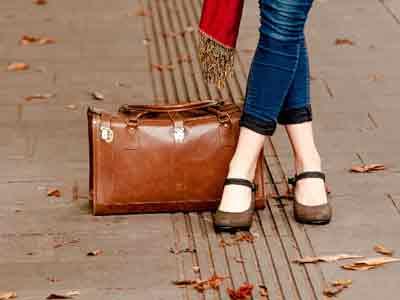 旅の靴を選ぶ。