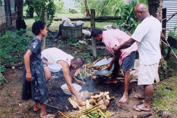 惨めったらしい大晦日とフィジアン伝統料理のお正月。
