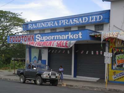 日曜はお休みのスーパーマーケット