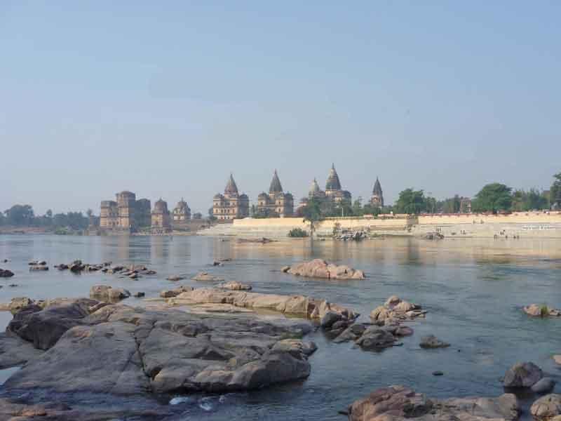 ベトワ川のほとりの古都オルチャ。静かな観光地です。
