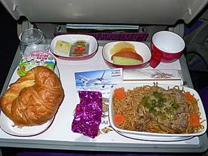 タイ国際航空もインド線はカレー。金時豆のカレーって微妙。