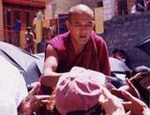 ダライラマ法王の説法。「幸せのオーラで世界が平和になるのだ!」