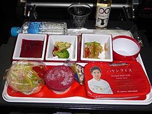 久々のインドはJALの直行便。機内食は行きはおいしいです。