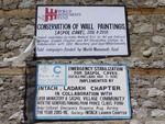 サスポール村のニダプク石窟にある寄付看板