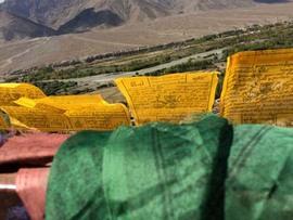 ラダックの旅:チベットの占星術師オンポに運命を占ってもらった。