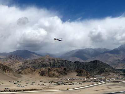ラダックの旅:季節外れの大雨で飛行機が欠航。旅程には余裕を持つべし。
