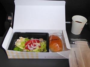 JAL 成田-デリー機内食 軽食パックの中身