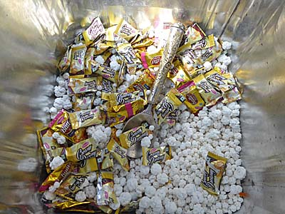 お寺のお供えの金平糖と飴