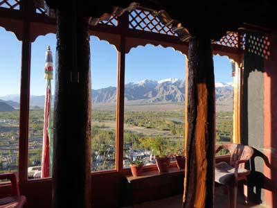 ティクセ僧院のテラスからの眺め