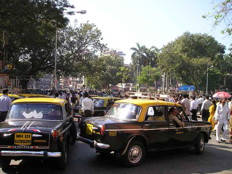 http://tabi-navis.com/south-asia/img/india-taxi.jpg