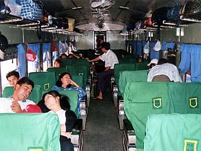 ミャンマーの列車はとっても厳しい。今でも同じかな・・・。