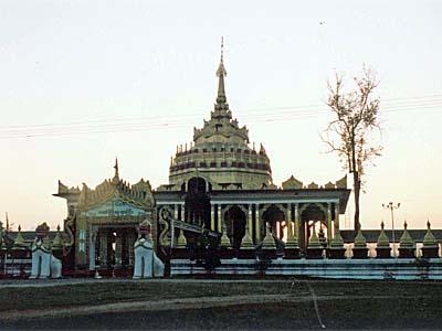 シャン王朝の町:夕暮れのシーポーを必死で回ったのだ