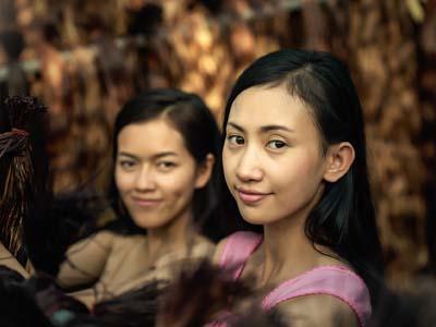 バンコクの安宿に現れた「謎の女、あきみ」。