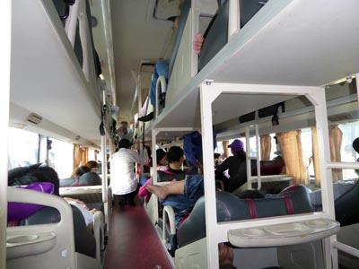 ベトナム 寝台バスの車内