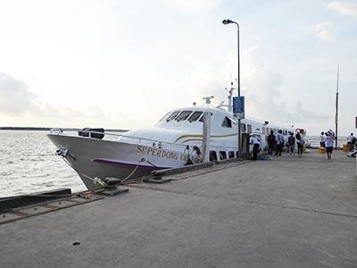 ソクチャン-コンダオ行きのスピードボート スーパードン